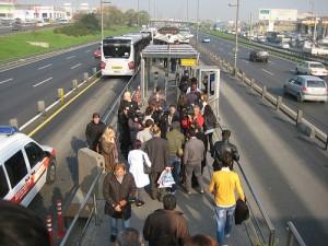 Metrobüs Cevizlibağ durağı